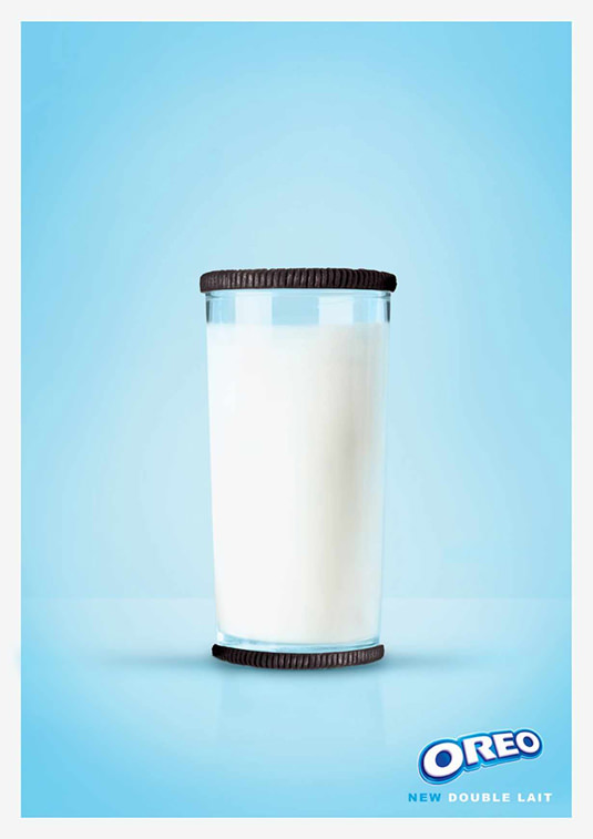 Kolejny prosty, pastelowy plakat. Ciasteczka oreo, dwa czekoladowe herbatniki a w środku krem pełen mleka! mniam